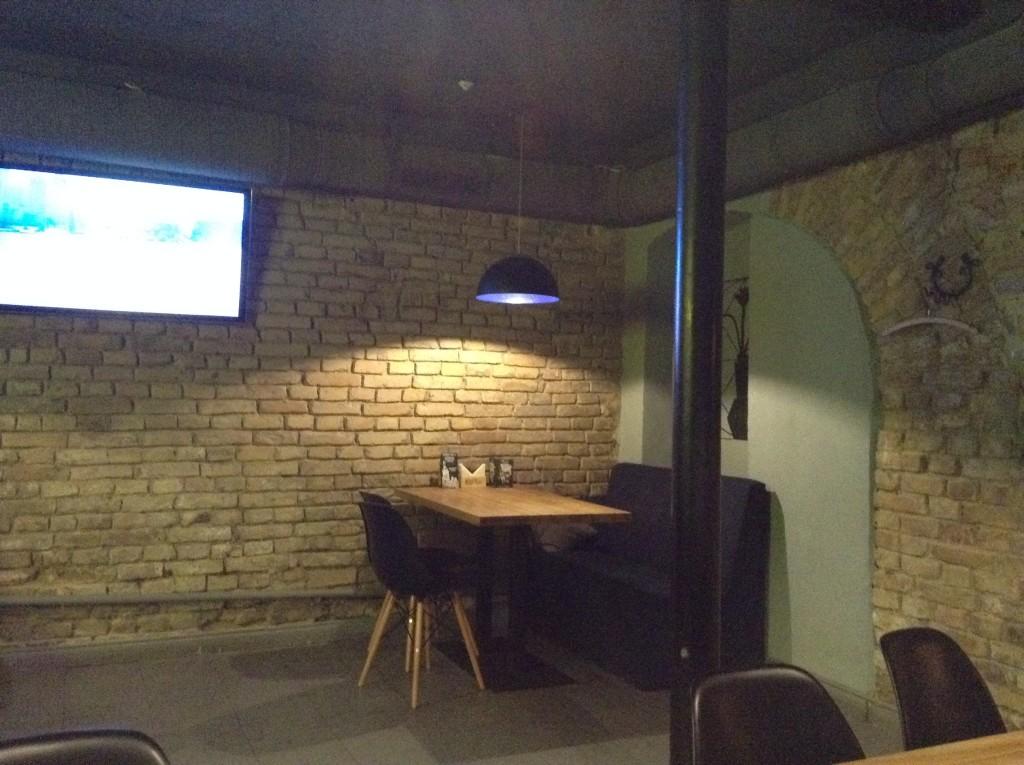 Интерьер кальянной Buzz Bar. Киев, Подол.