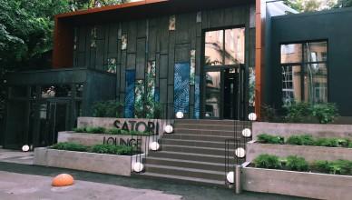Вид со внутреннего двора на Сатори Лаунж