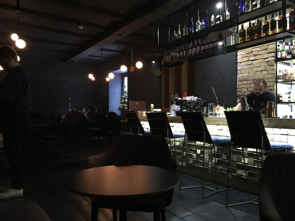 Кальянная Zmist: второй зал с барной стойкой