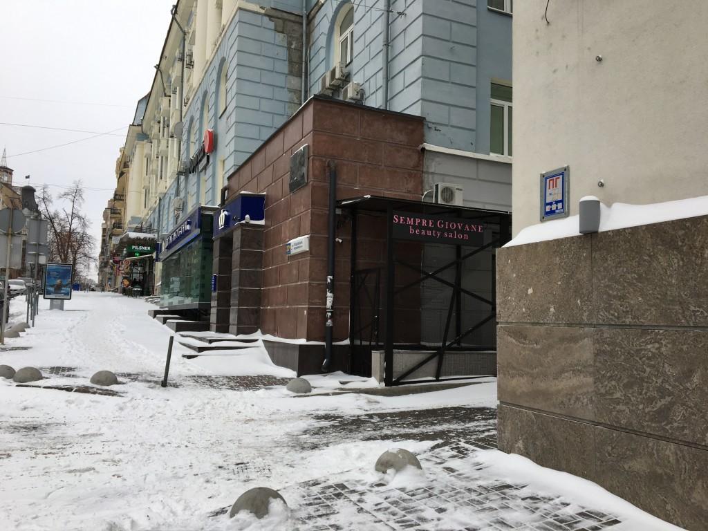 Вход во двор с улицы Пушкинская. Zmist Киев