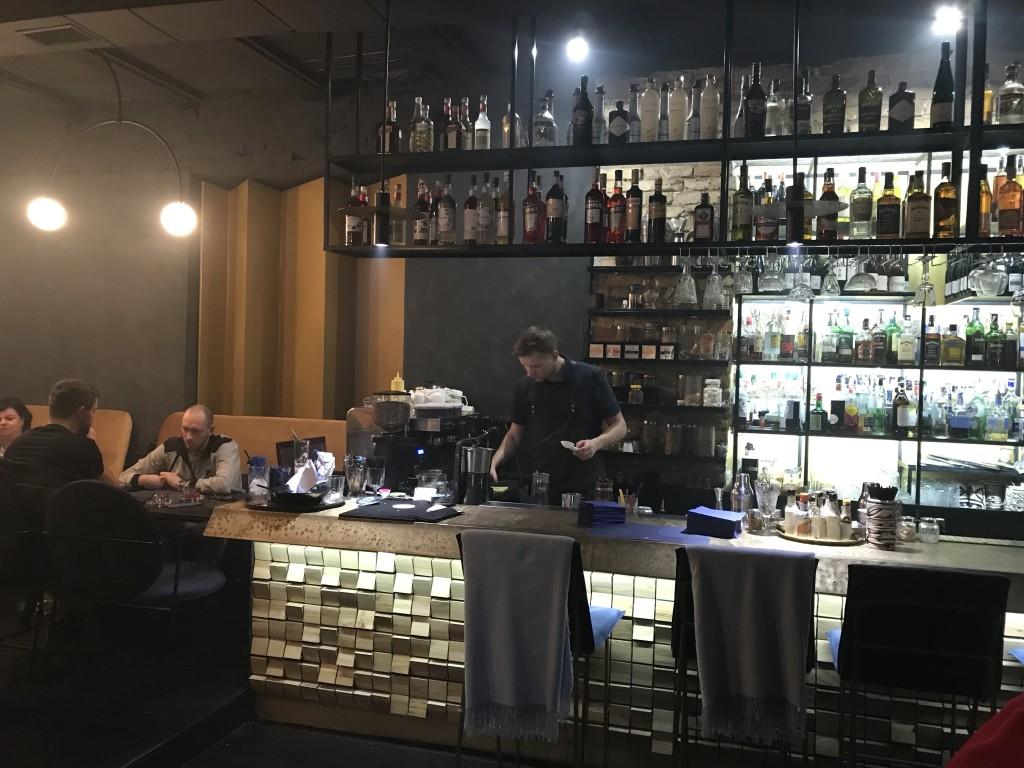 Бар с сотнями алкогольных напитков: Змист Киев
