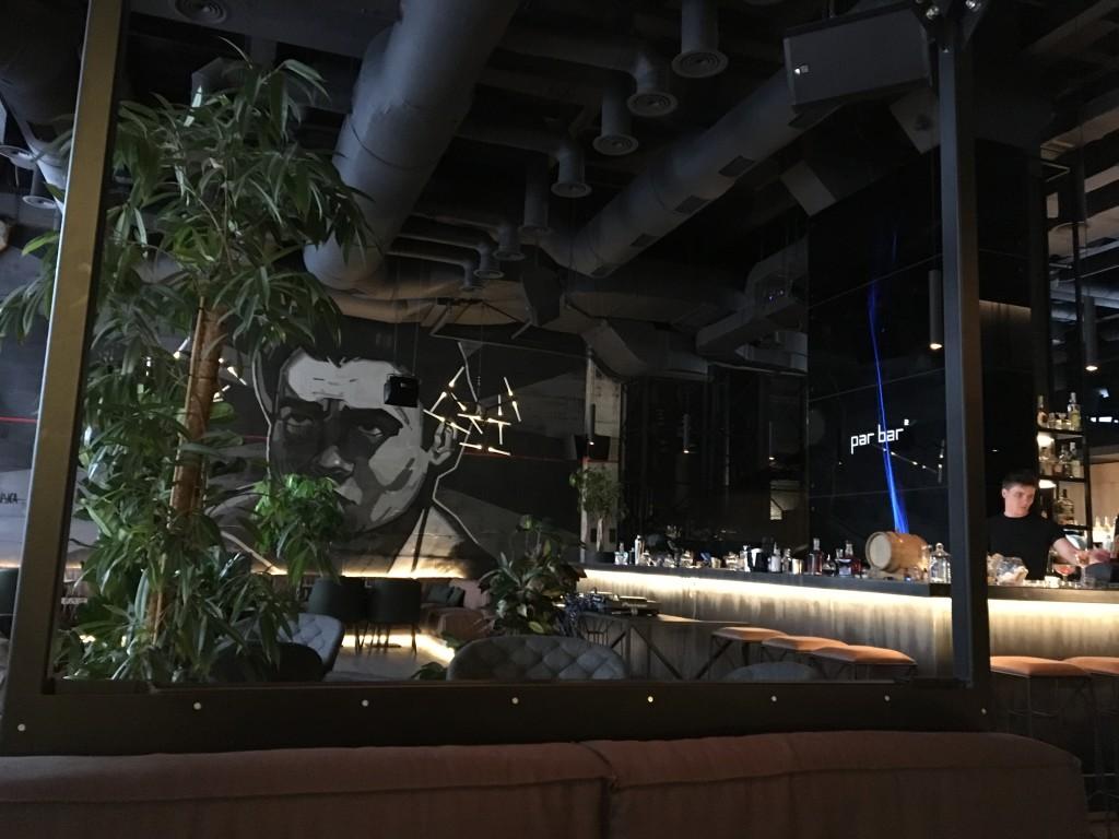 Par Bar 2: огромная картина Алисы Меженской