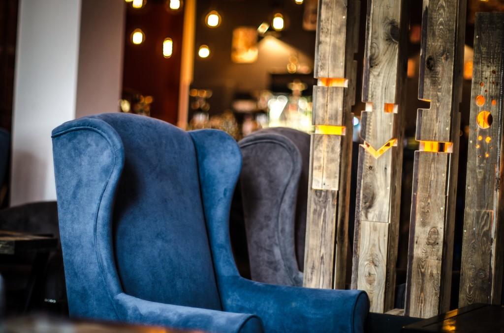 Мягкие кресла в кальянной На Связи Маросейка