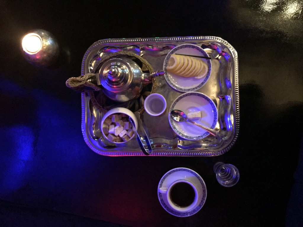 Подача фирменного Марокканского чая в Ресторане Марракеш