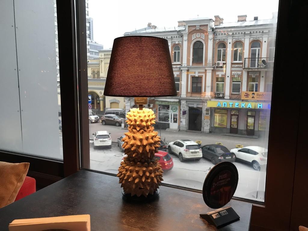 Спокойны и возвышенный вид на зимний Киев из окон Touch Cafe