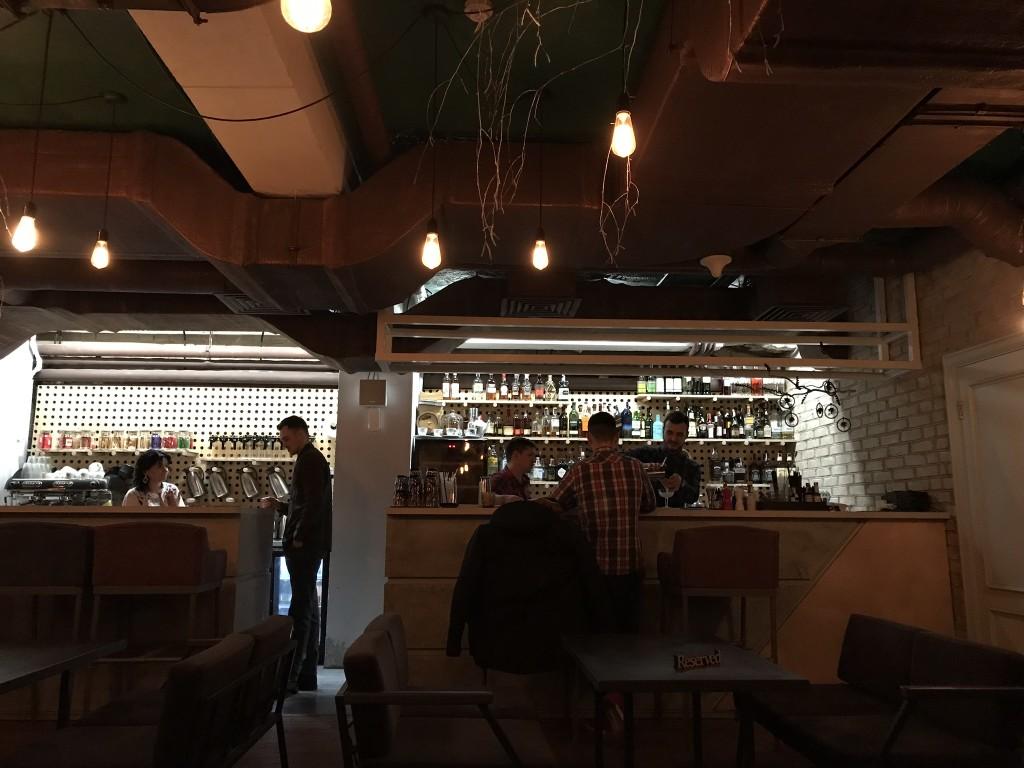 Шишка: второй зал с баром и кальянным уголком