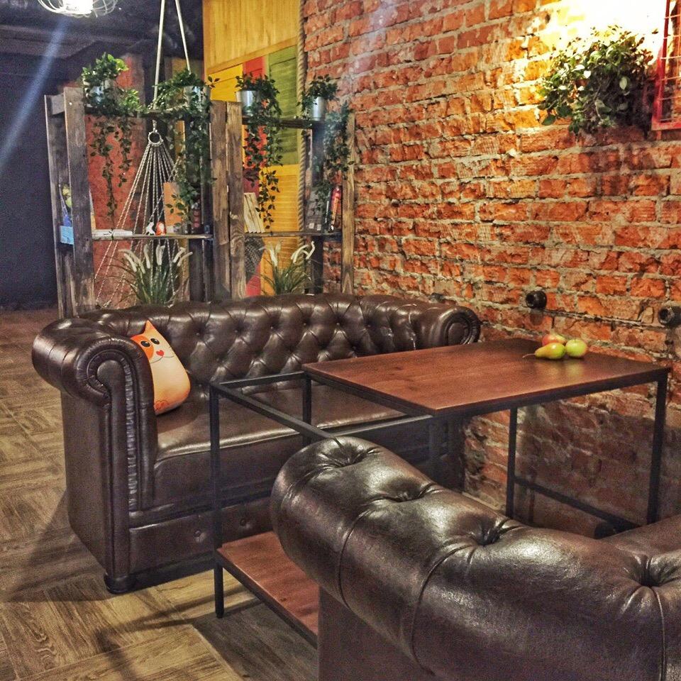 Удобные диваны и продуманный интерьер в Кальянном Коте