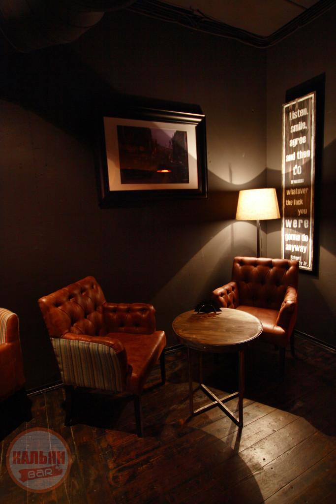 Уютная мебель в английском стиле в Hardy Lounge Bar на Братиславской