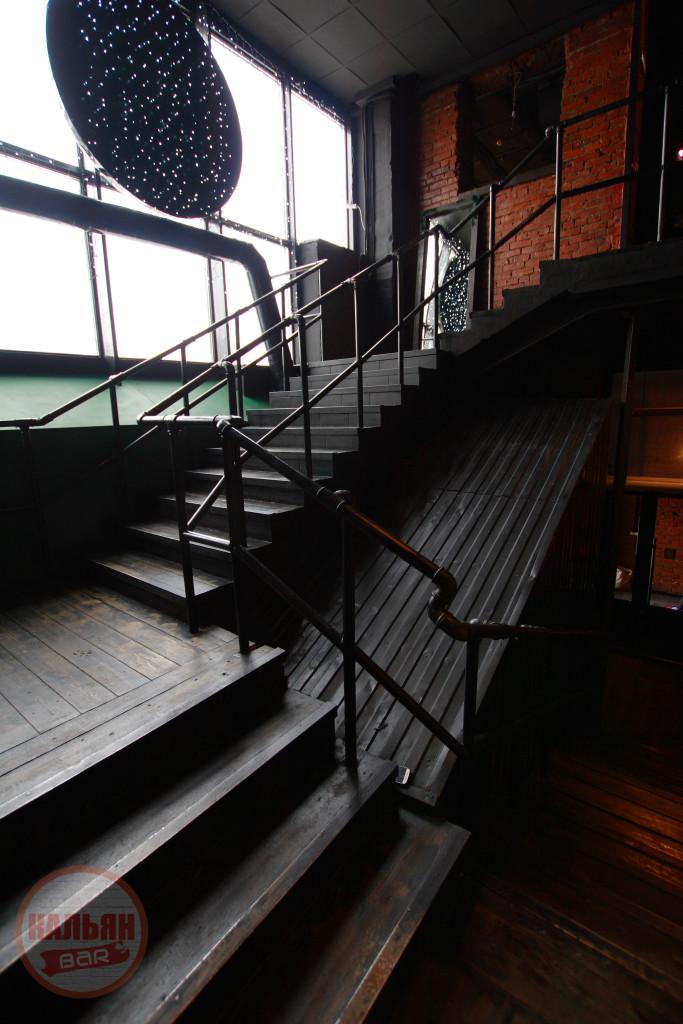 Дизайнерская лестница в Hardy Lounge Bar на Братиславской