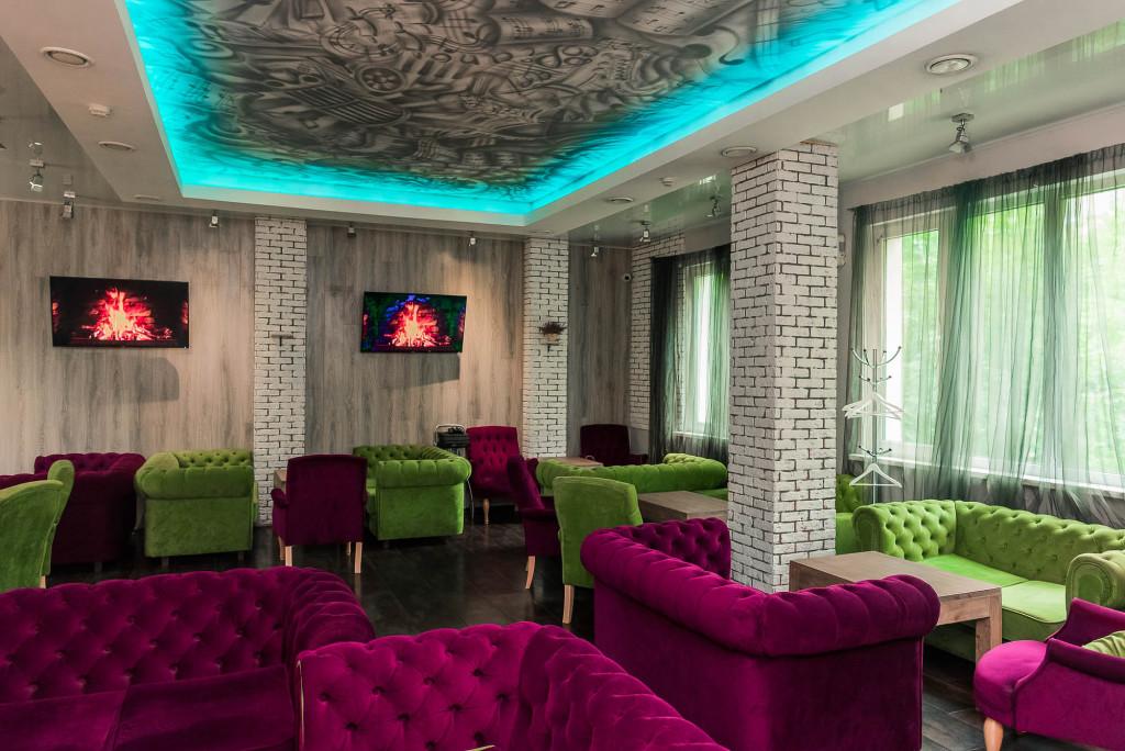 Тем не менее, внутренние залы также выдержаны в изысканном стиле