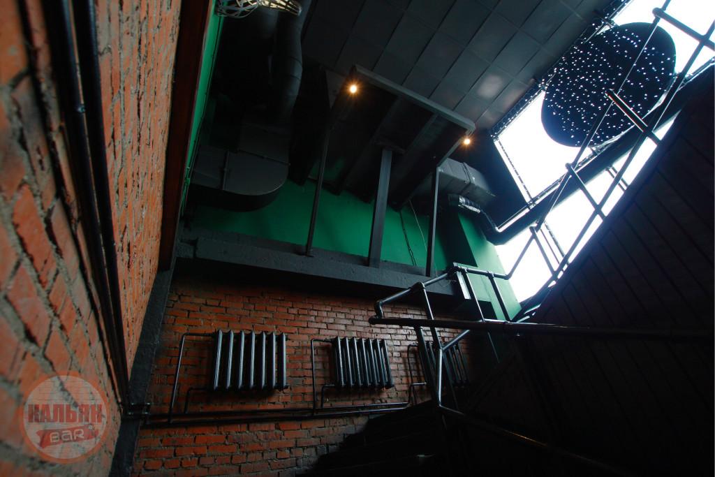 Вход в Hardy Lounge Bar на Братиславской