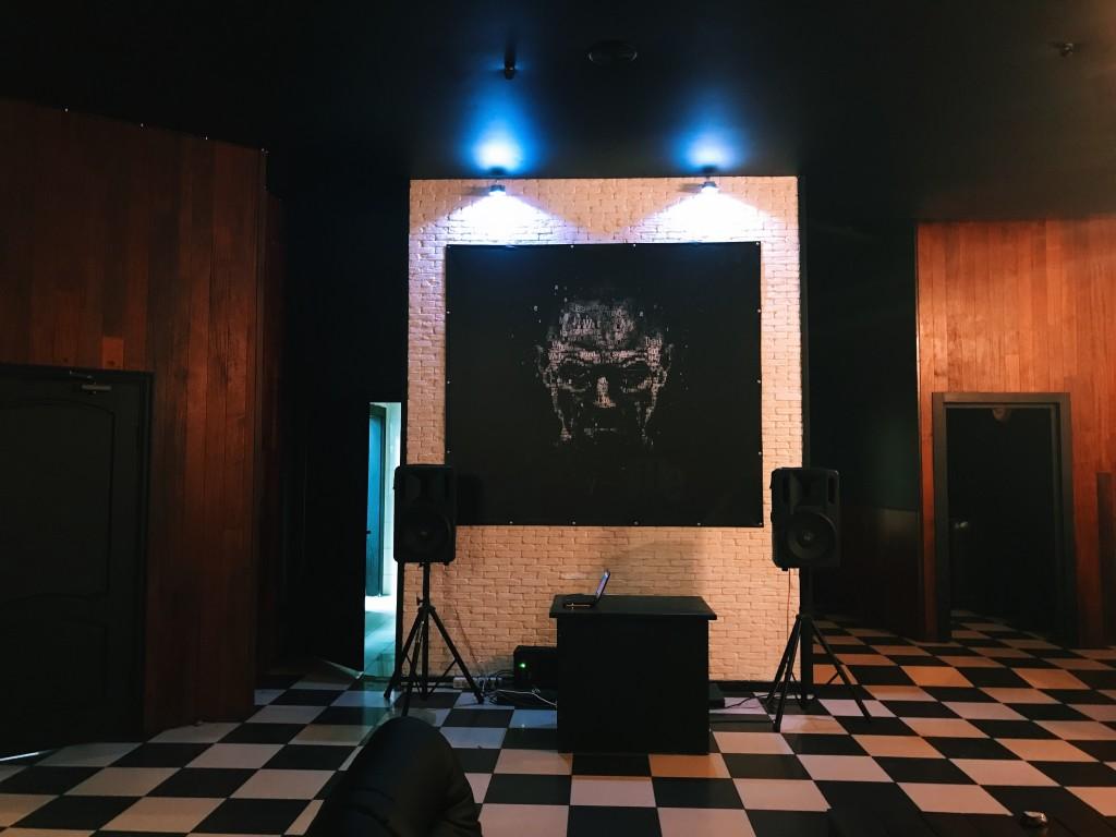 Большой зал в Mr.White 2: Место для ди-джейского пульта