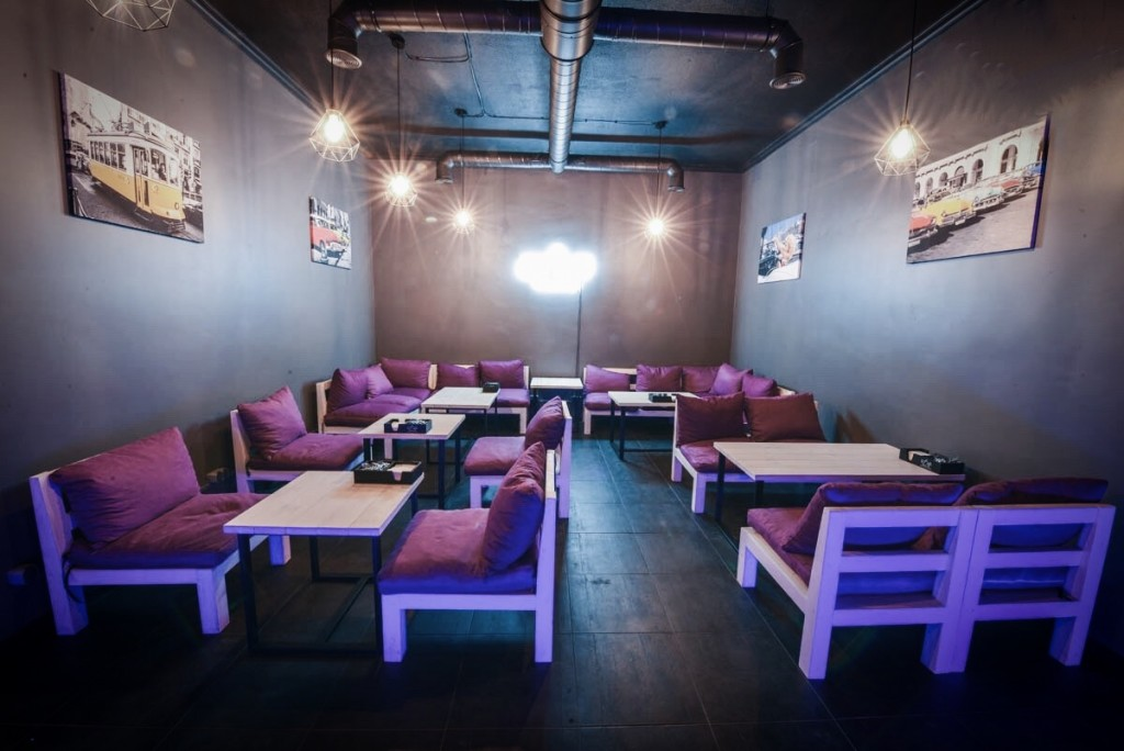 Hookah Nights Dreams на Позняках — основной зал