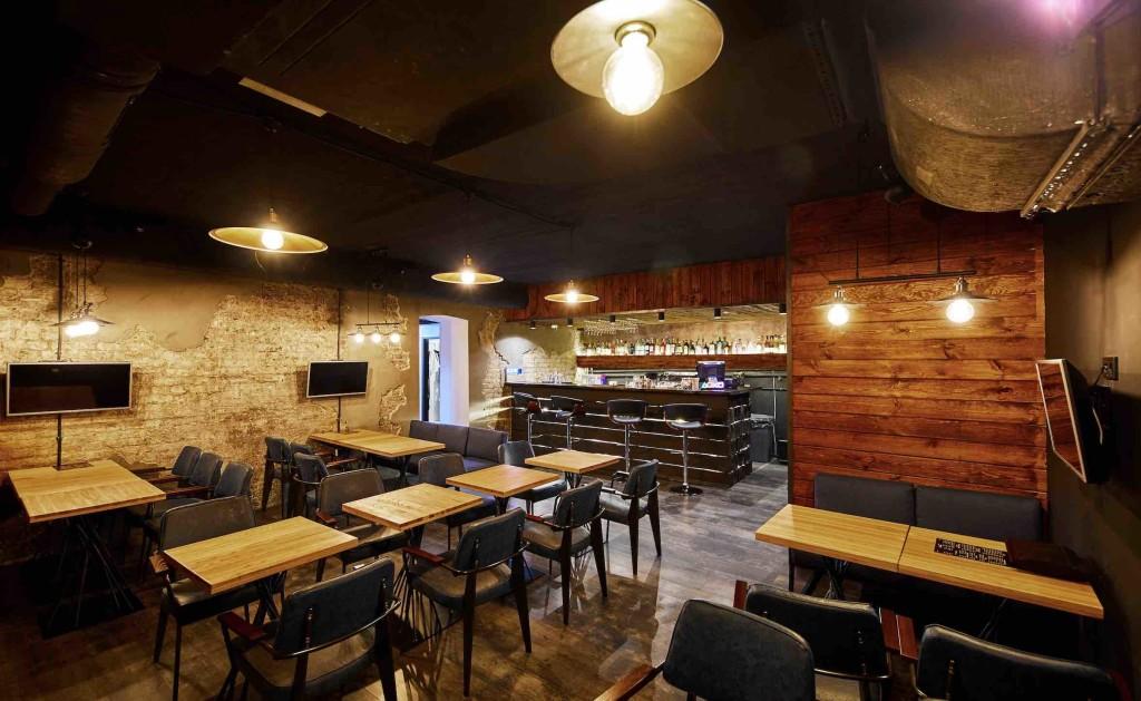 Зал с барной стойкой и посадочными местами - Лофт Гейм Бар