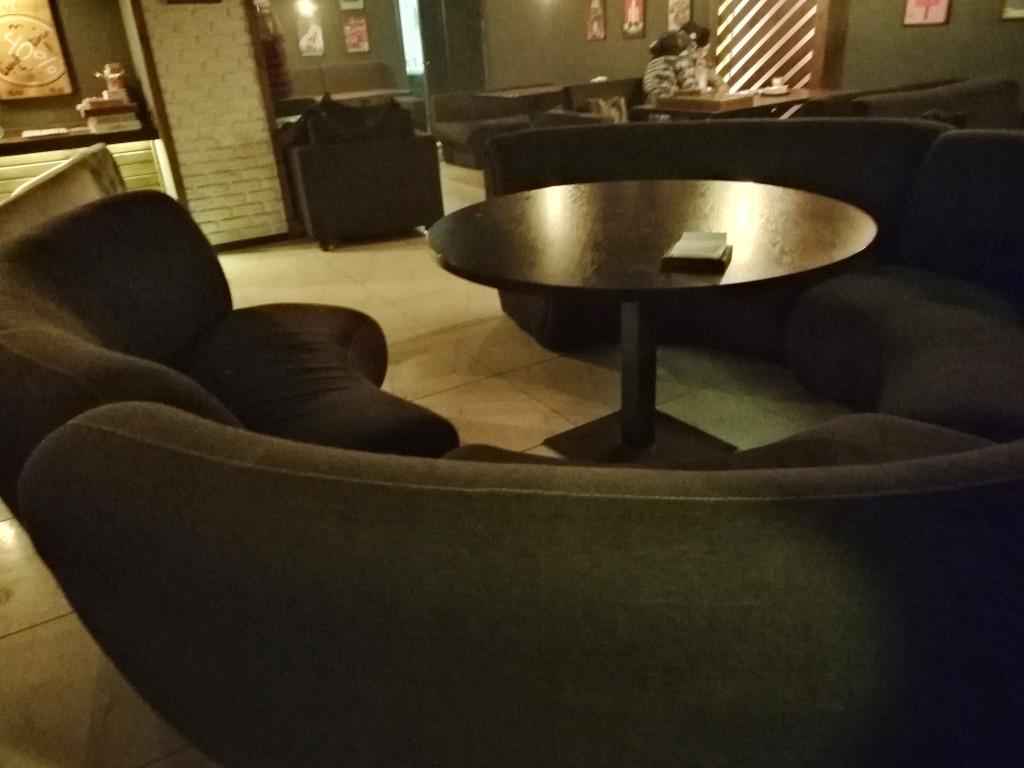 Круглый стол для большой компании в Bul Bul Room