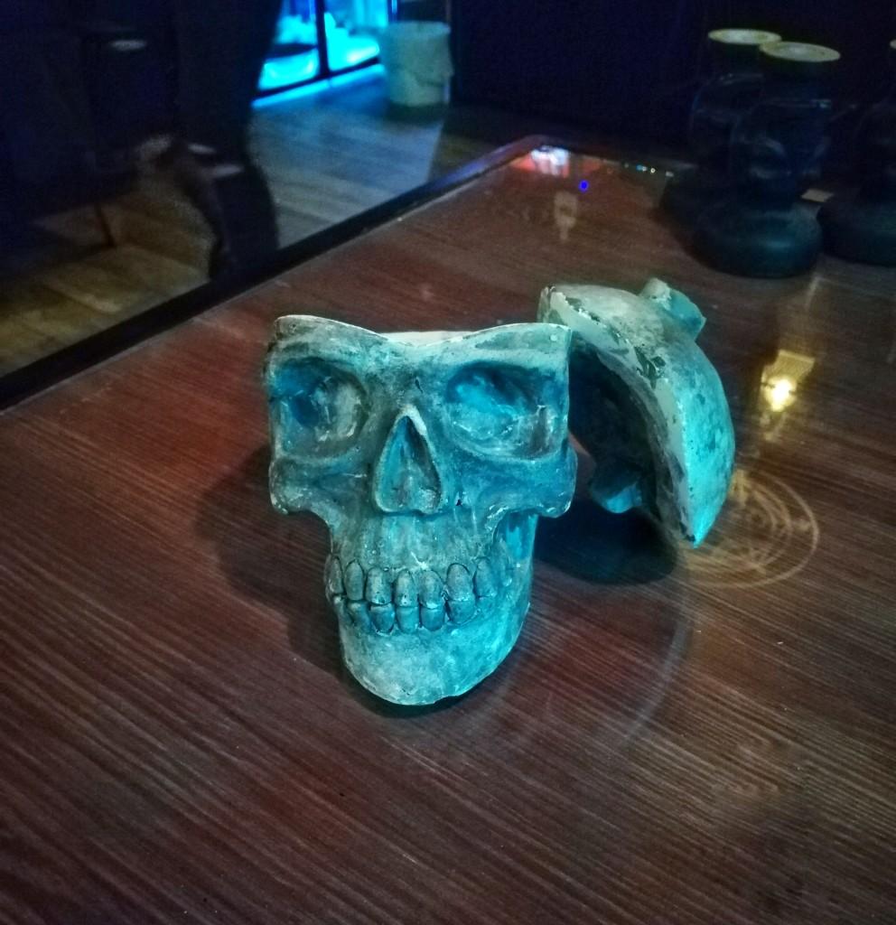 Подача счёта в The Alchemist Bar