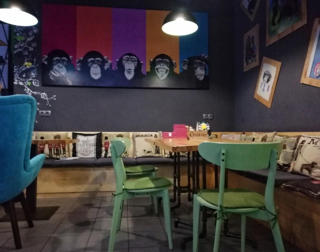 Яркий интерьер в Gastro Pub Darwin
