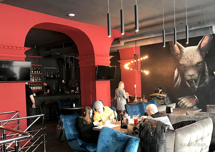 Сфинкс-гангстер в кальянной Kyivstoner Bar на Васильковской