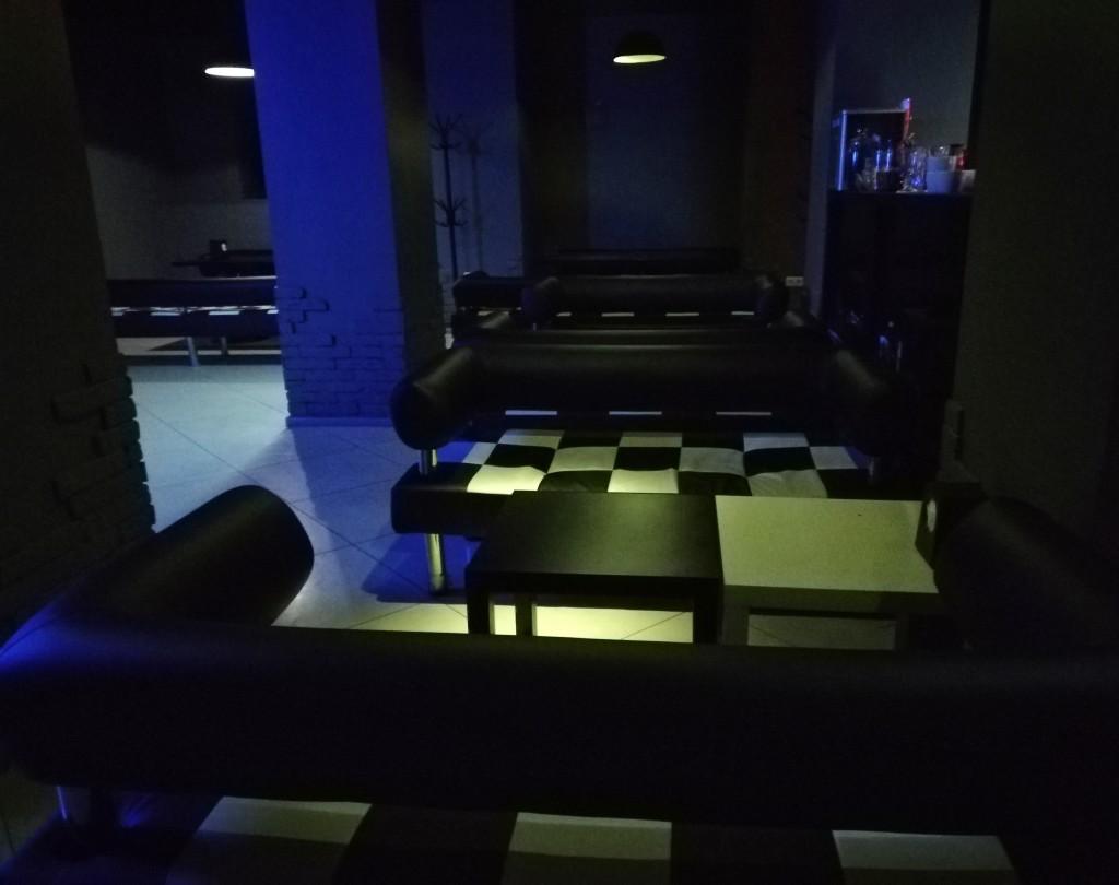 Приглушенный свет в Secret Place