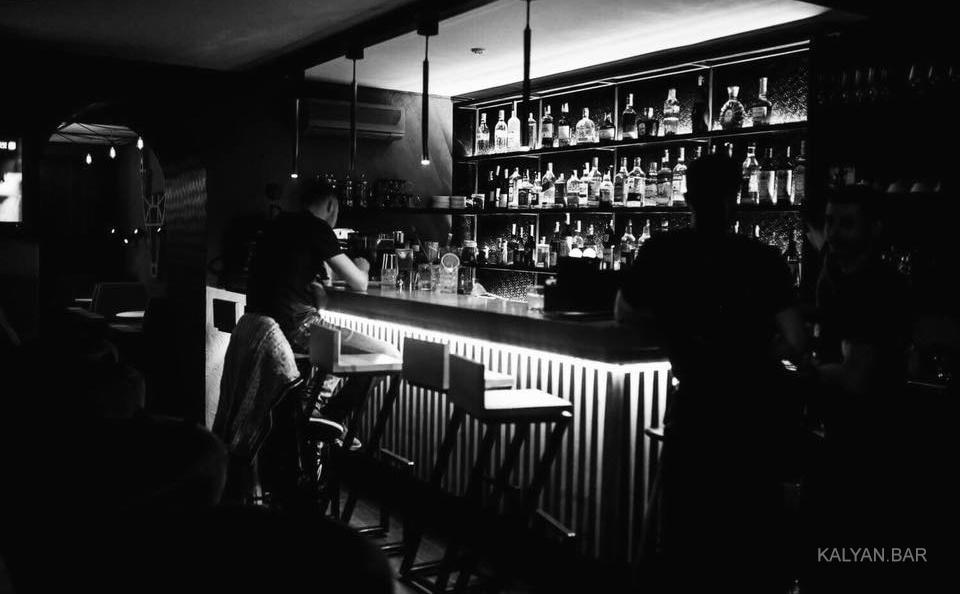 Первый зал с барной стойкой - Марал Бар