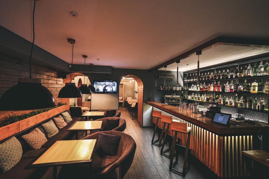 Maral Bar Киев — барная стойка и зал