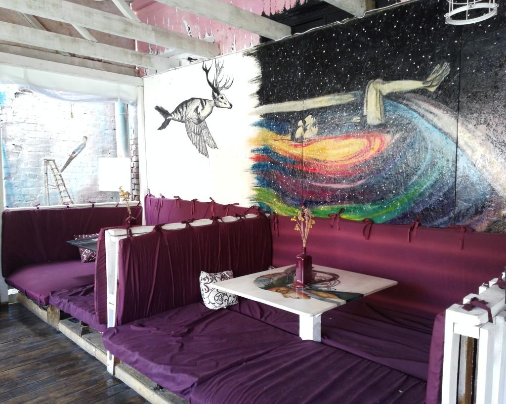 Топчаны на летней площадке в Shaman Space