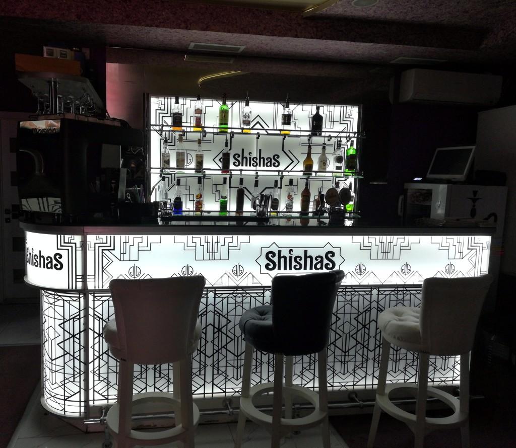 Барная стойка в ShishaS Lounge Bar