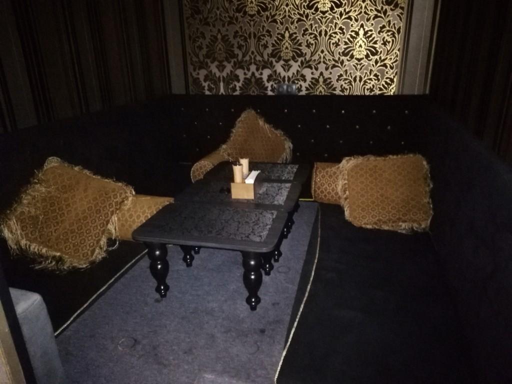 Топчаны в Nissa Lounge