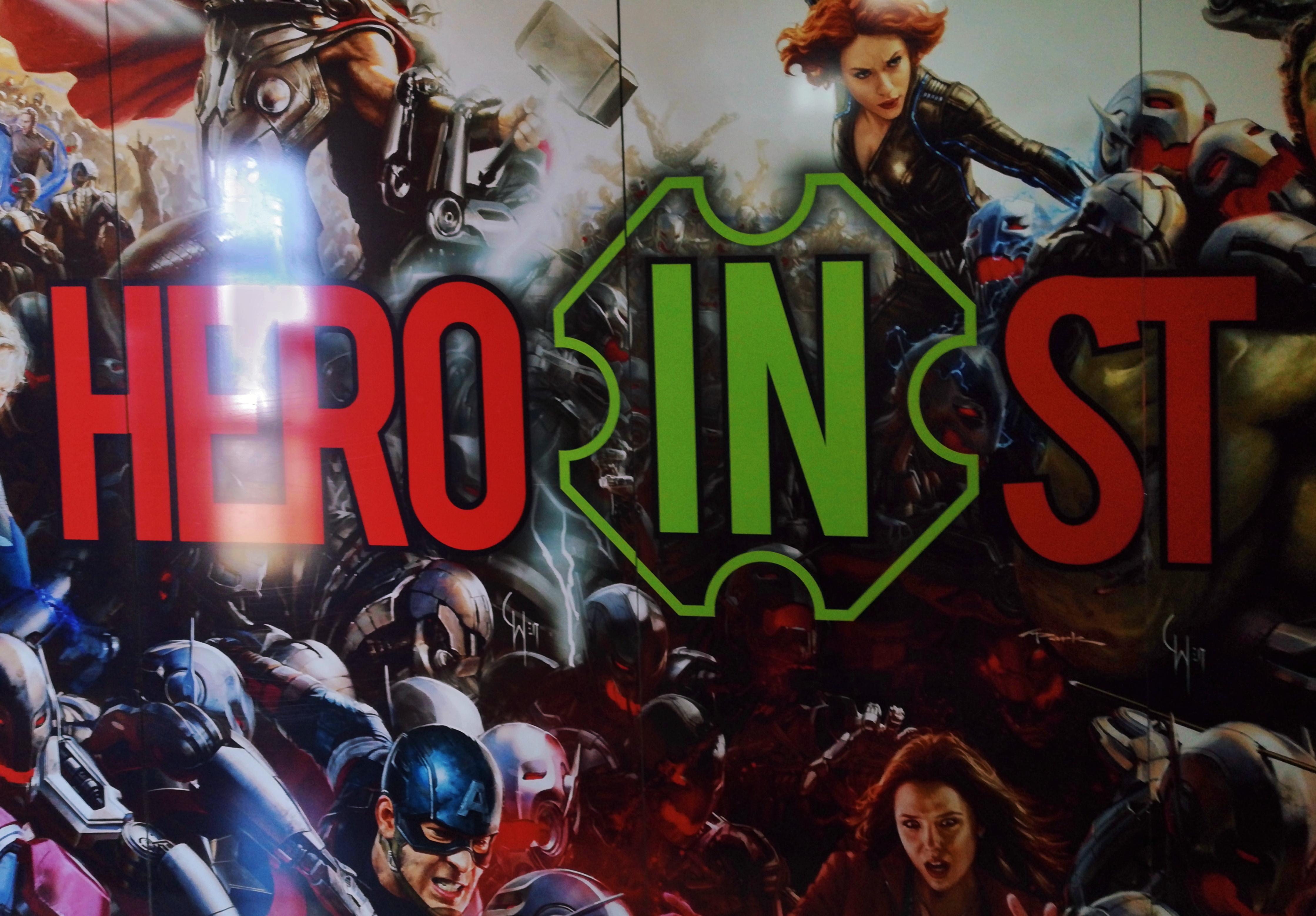 Огромный плакат у входа в HERO in ST