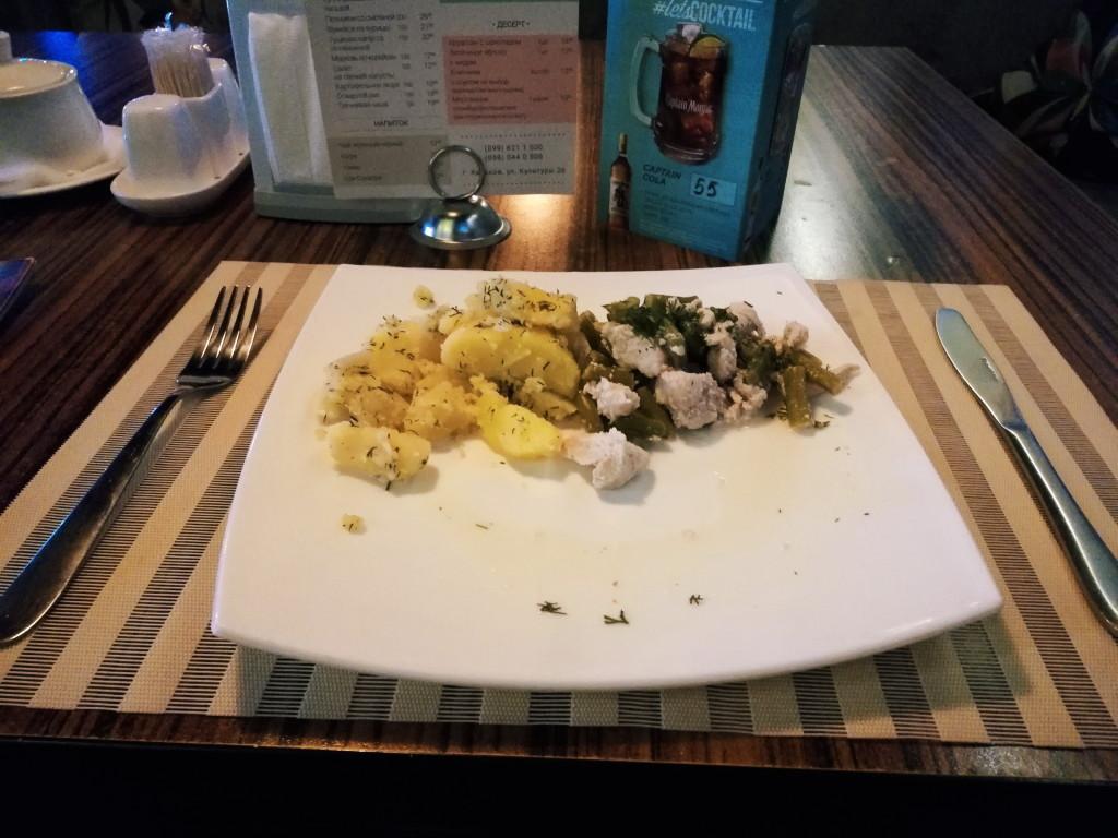 Ланч в Sova Bar - Индейка со спаржей и отварной картофель с маслом и зеленью