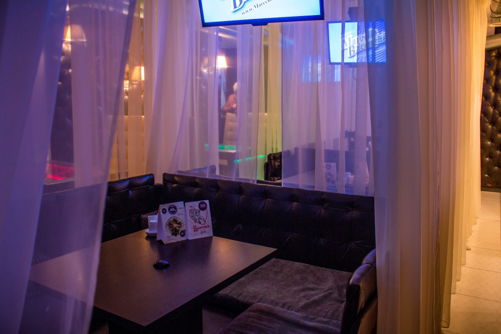 Чайхана в Infinity Lounge, зонированная шторками