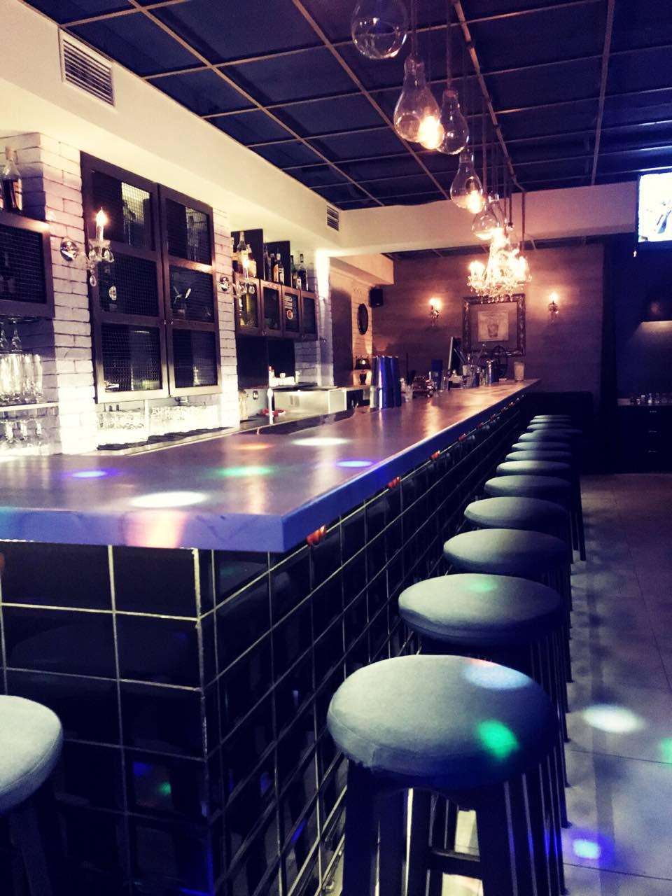 Интерьер заведения Harvest Bar
