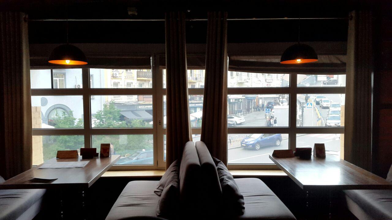 Вид из окна на центр города. Лофт Бар на Бессарабке