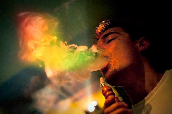 Курение кальяна дым