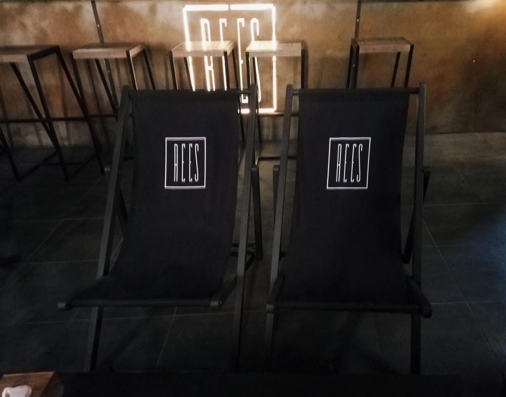 Кресла-шезлонги в REES lounge