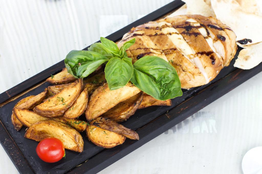Куриное филе с моцареллой и базиликом - 119 грн