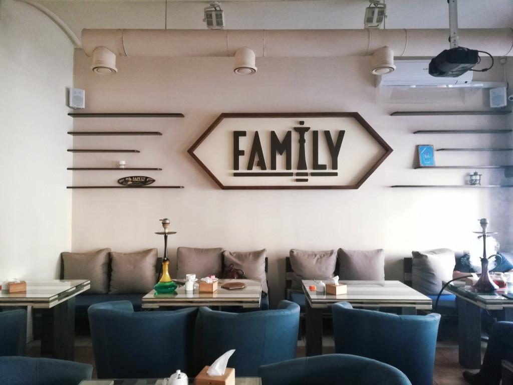 Светлый зал в Family