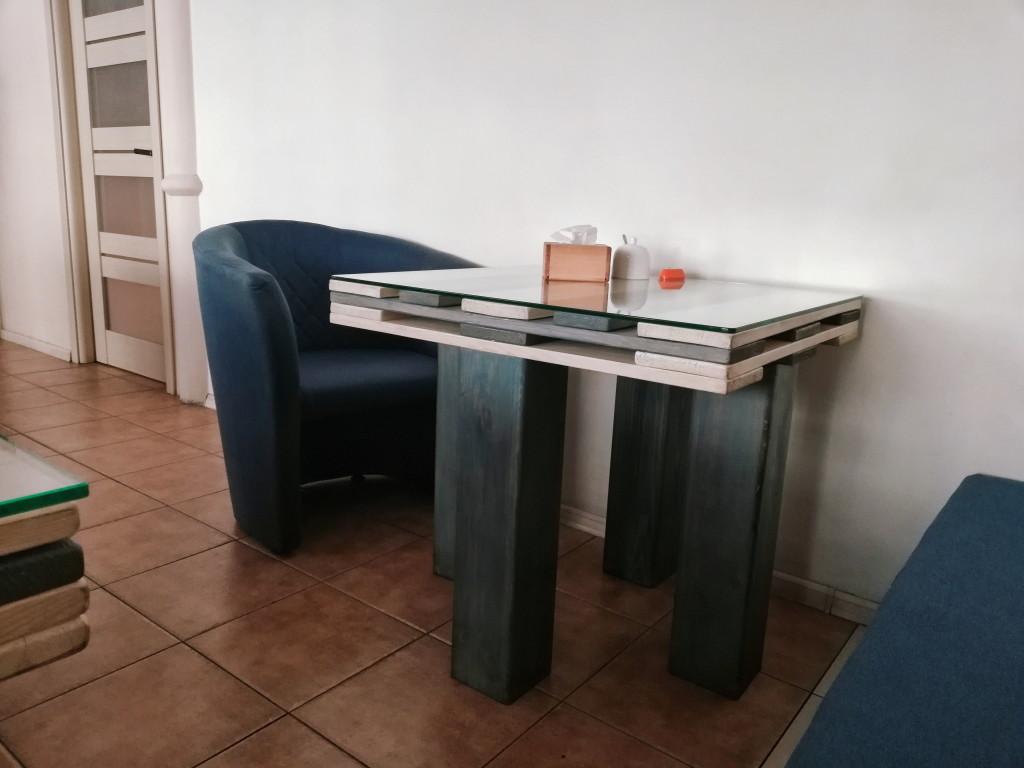 Небольшой столик на двоих
