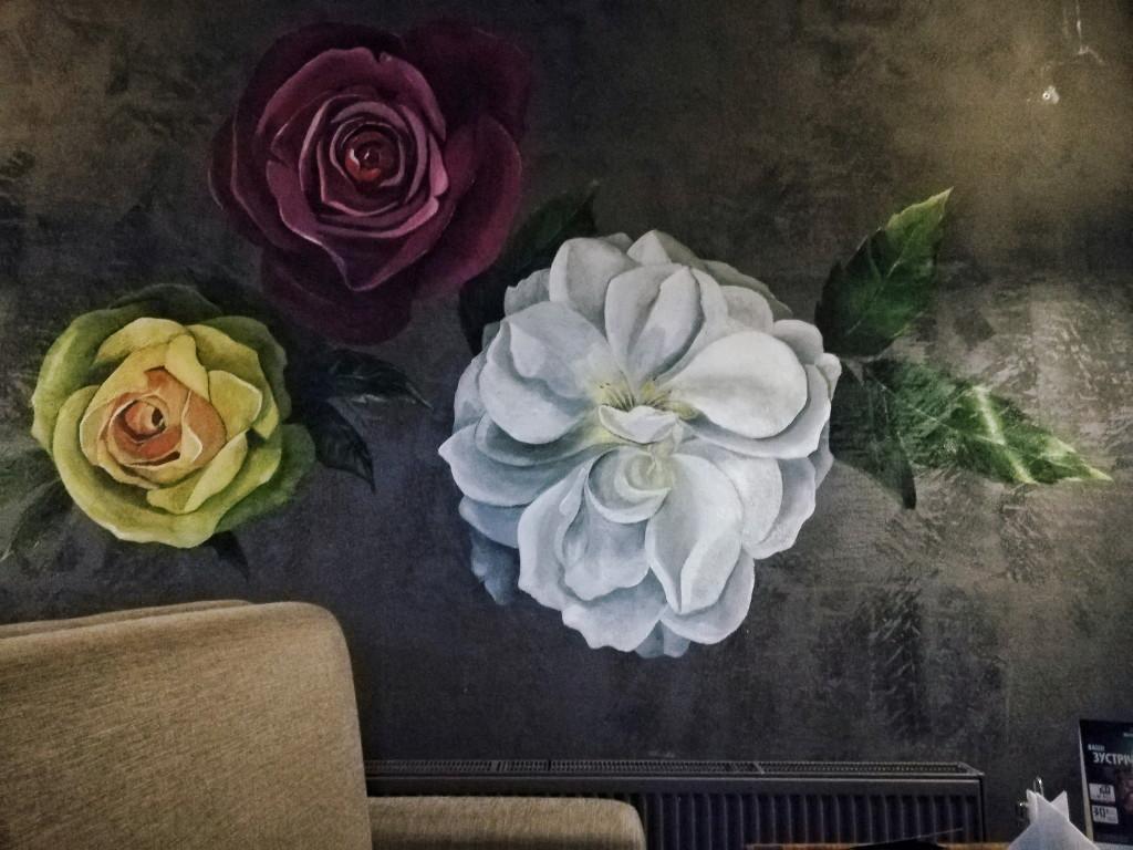 Розы на стене в Дунька