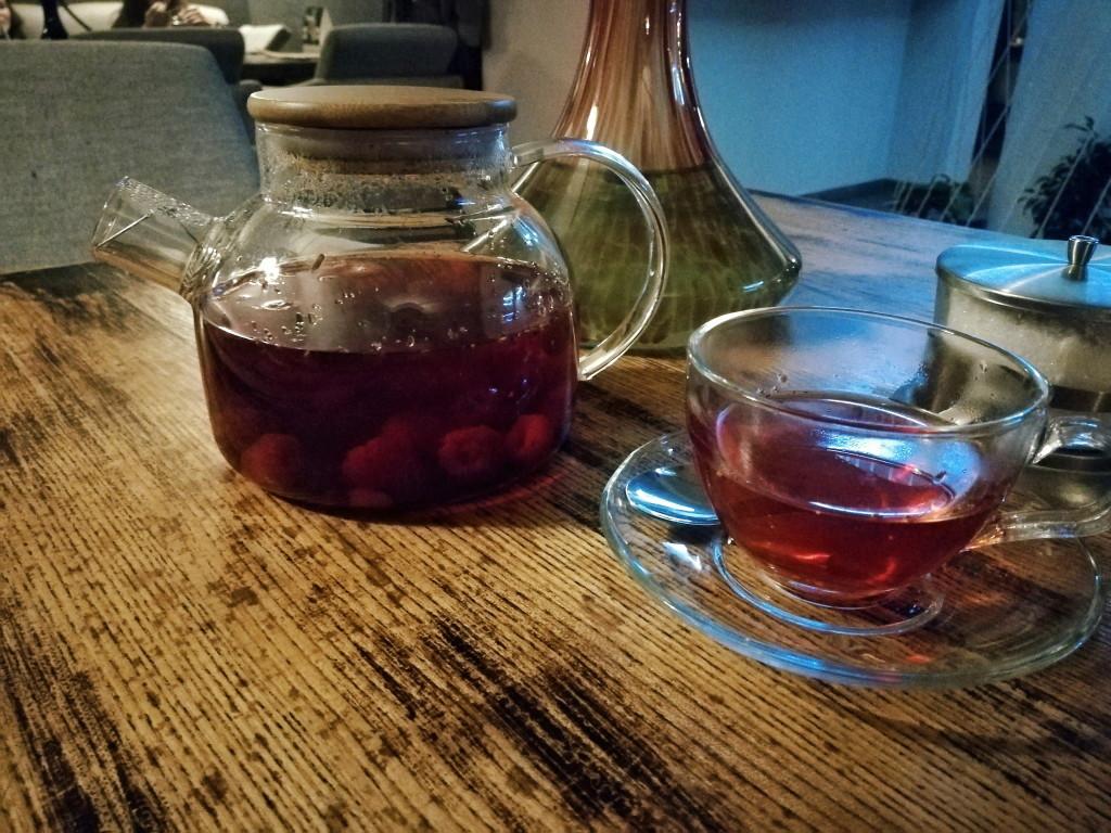 Подача Малинового чая в Дунька
