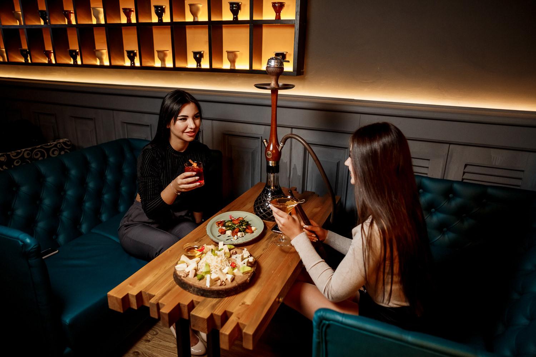 Стилизированные столы с рваными краями: лофт во всей его красе!