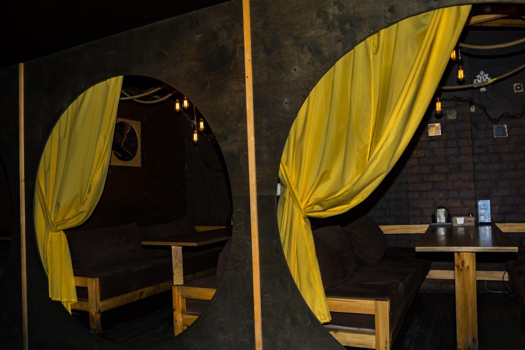 В Смоки Днепр есть возможность уединиться в специальных комнатах