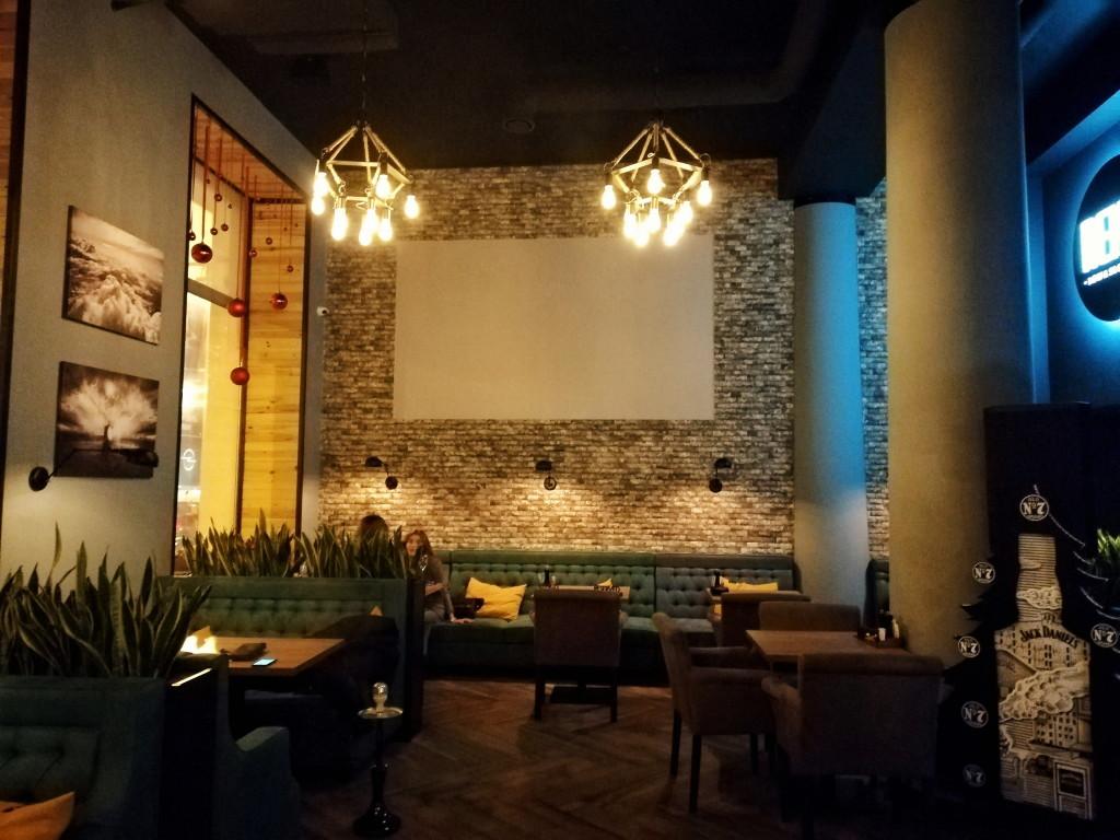 Первый зал Reina Bar