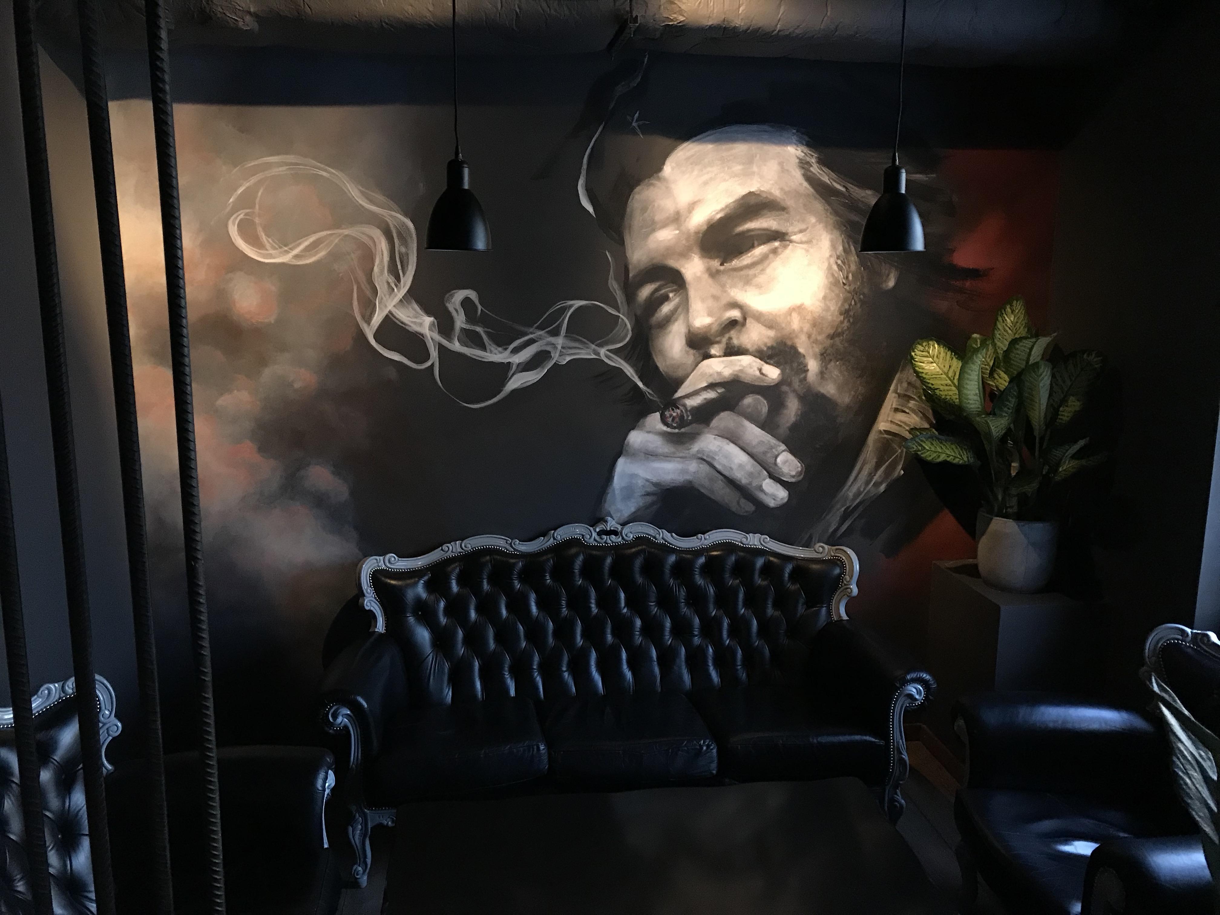 Огромная картина в первом зале Bad Chef.