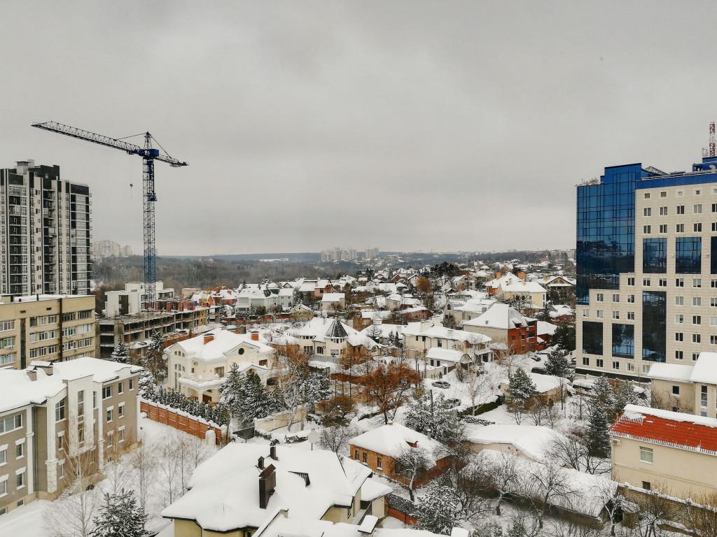 Заснеженный пасмурный Харьков