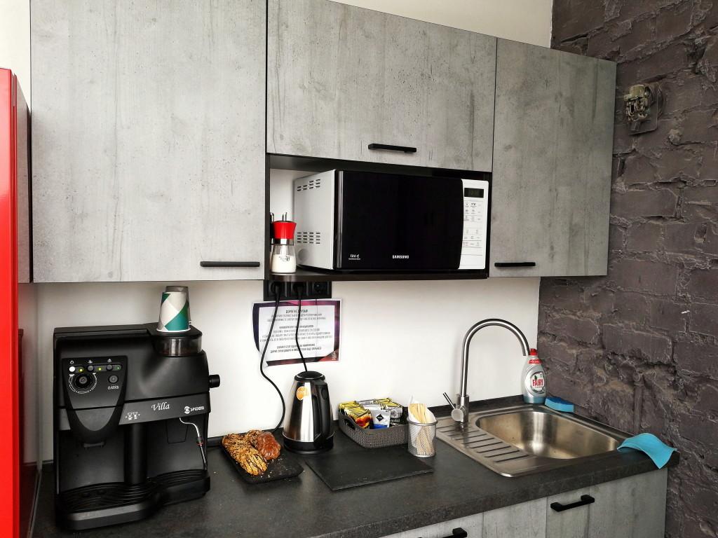 Кухня коворкинга Шишка: бесплатные напитки и печенье