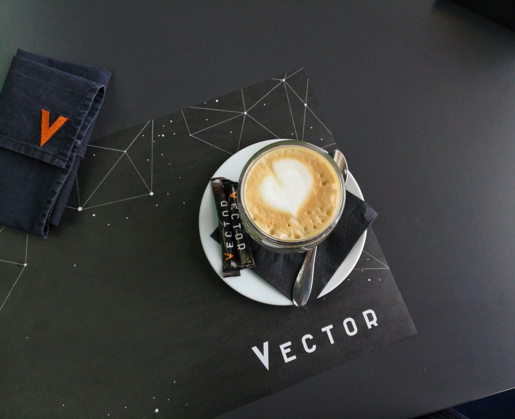 Подача капучино в Vector