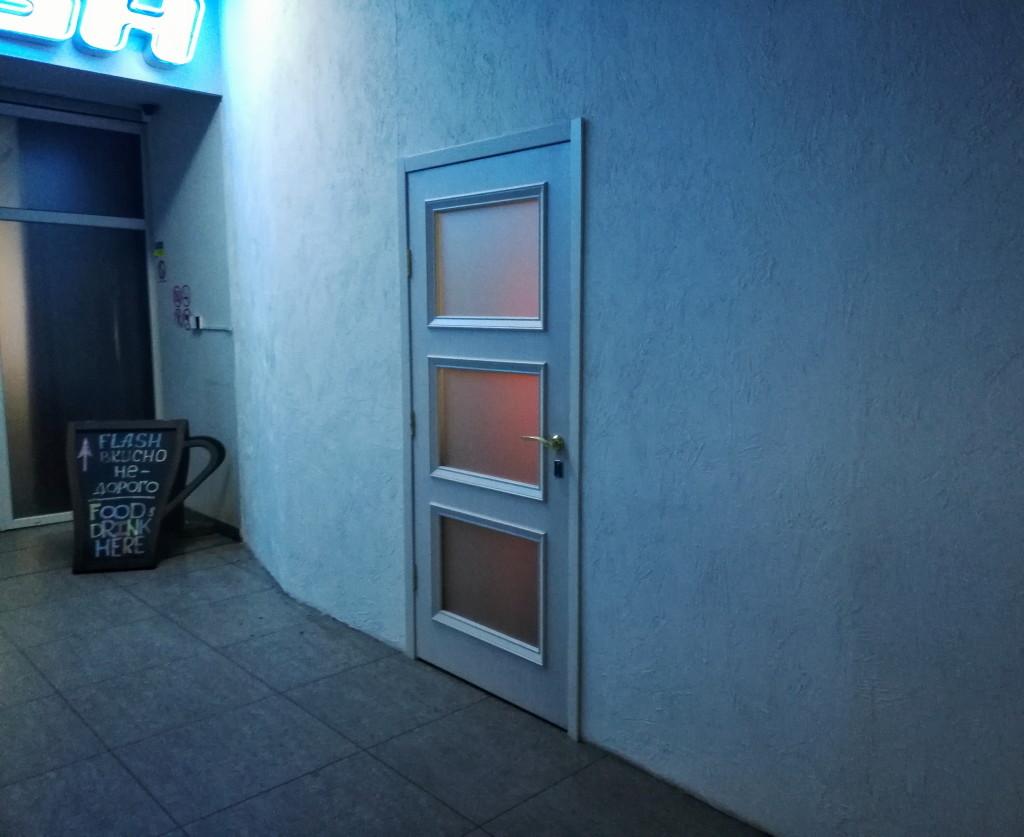 Вход в Maison, 2 этаж ТЦ Куб