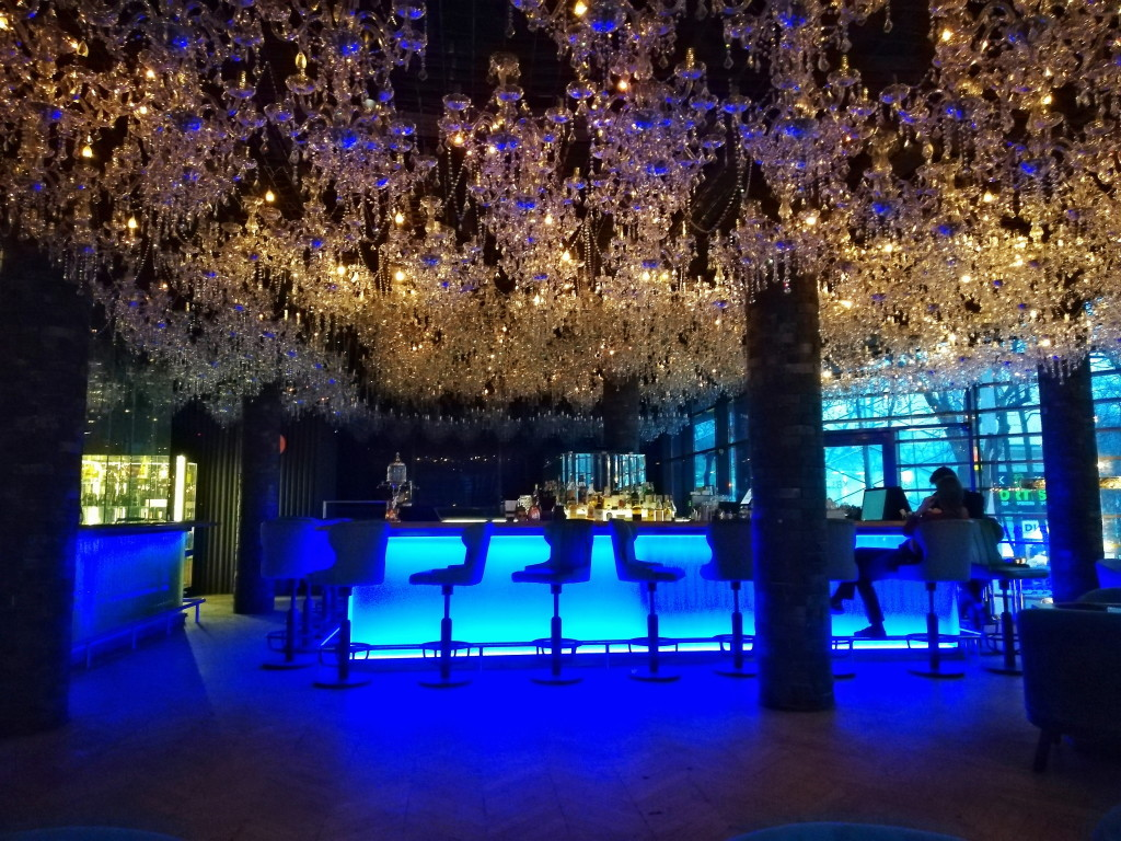 Хрустальные люстры в Brilliant Bar