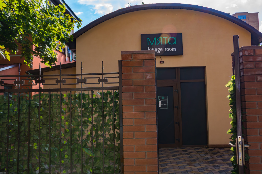 Дворик при входе в Мяту на Чернышевского